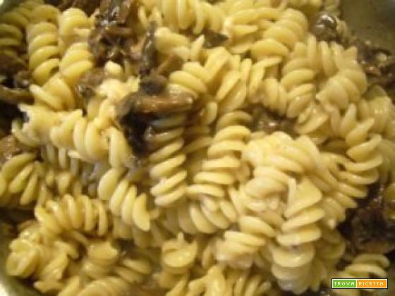 Fusilli prosciutto e funghi Champignon