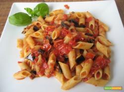 Pasta al sugo rosso  Melanzane e zucchine