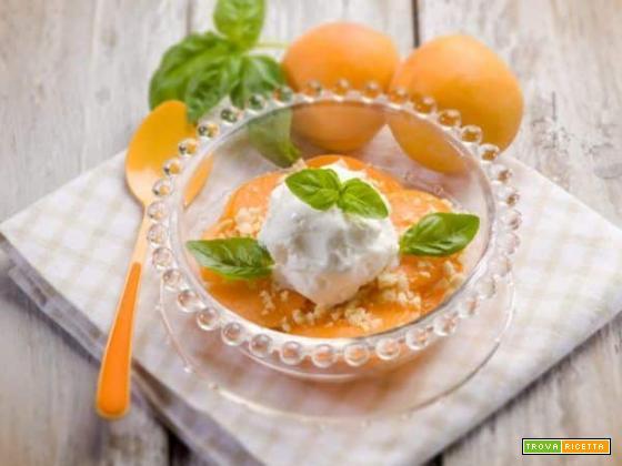Albicocche con mandorle, basilico e gelato: spazio a gusto e profumi