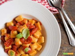 Essenza: Gnocchi di ceci con sugo di pomodori datterini e basilico