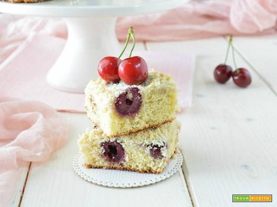 Quadrotti alla ricotta e cocco con le ciliegie