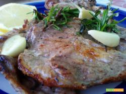 Bistecche di collo di maiale marinate