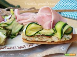 Pizza di pane raffermo zucchine e prosciutto