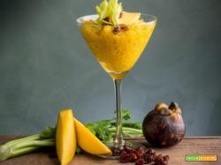 Granita con mango e sedano: il ristoro perfetto che sazia e fa bene. Ricetta senza glutine e senza lattosio