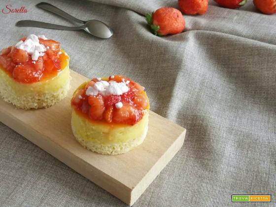 Mini cake alle fragole e crema pasticcera