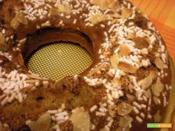 Ciambellone con mandorle e zucchero