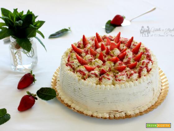 Torta di compleanno – farcita con crema alla philadelphia e bagna al rum e fragola