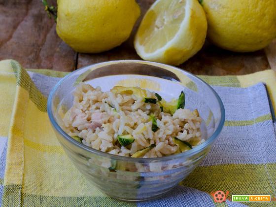 Insalata di riso integrale con tonno zucchine e limone