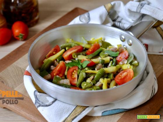 Fagiolini in padella con pancetta e pomodorini