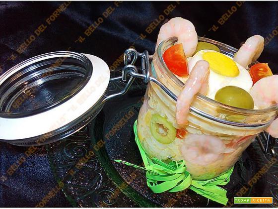 Insalata di riso con gamberetti olive e uovo sodo