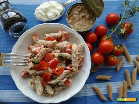Insalata di pasta integrale alla crema di tonno, pomodorini e capperi