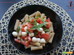 Rigatoni integrali con pomodorini, mozzarelline e basilico...la pasta dell'estate