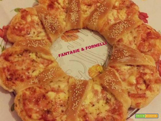 Corona di pizza con funghi