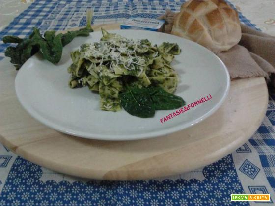 pasta con crema di spinaci e ricotta