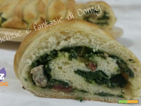 Ghirlanda di pane con spinaci ricotta e salsiccia