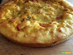 Pizza muddiata con i bordi ripieni
