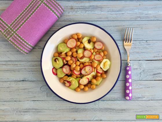 Insalata di ceci con cetrioli e ravanelli