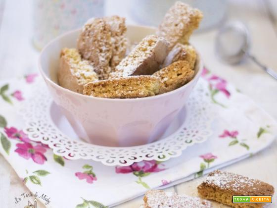 Biscotti caserecci con riciclo di pan di spagna alle nocciole
