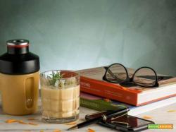 Smoothie con lucuma, latte di avena e banana rossa: un preparato detox e povero di calorie!