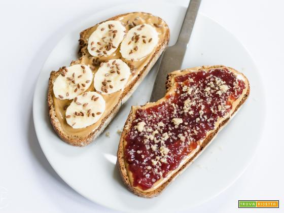 Pane, burro d'arachidi e marmellata