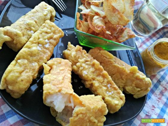 Pesce fritto in pastella al curry con patatine