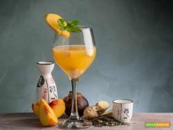 Cocktail di pesche e sakè: la bevanda emblema del Sol Levante approda sulle nostre tavole