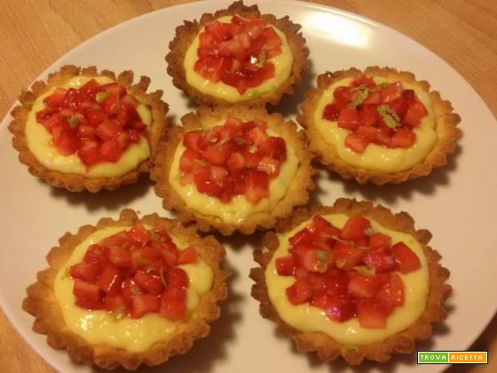 Crostatine con crema al lime e fragole