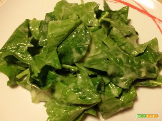 Insalata di spinaci con salsa di patate al lime