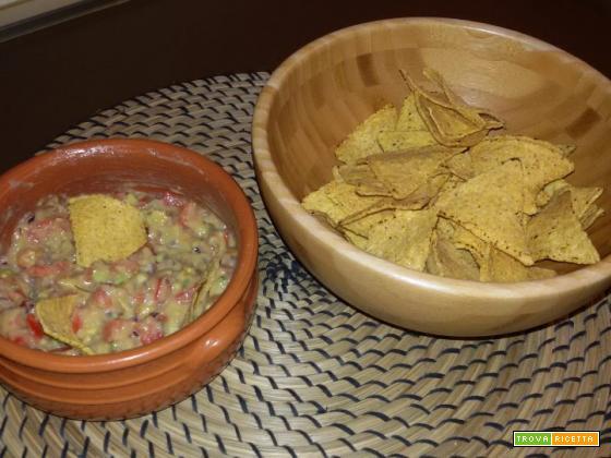 Nachos con salsa guacamole