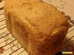 Pane ai cerali nella macchina del pane con farina ?Le magiche?