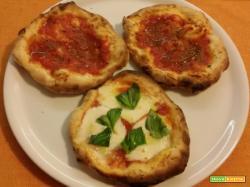 Pizzette con impasto nella macchina del pane e cottura nel fornetto Ferrari