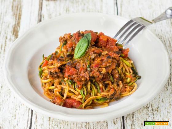 Zoodles in salsa rossa con chimichurri, capperi, olive e parmigiano reggiano – AMC