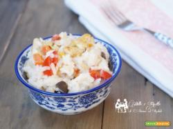 Insalata di riso freddo con dadini di pollo