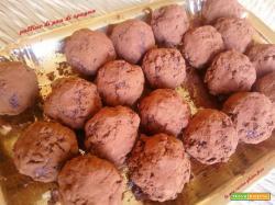 Palline di pan di spagna al cioccolato