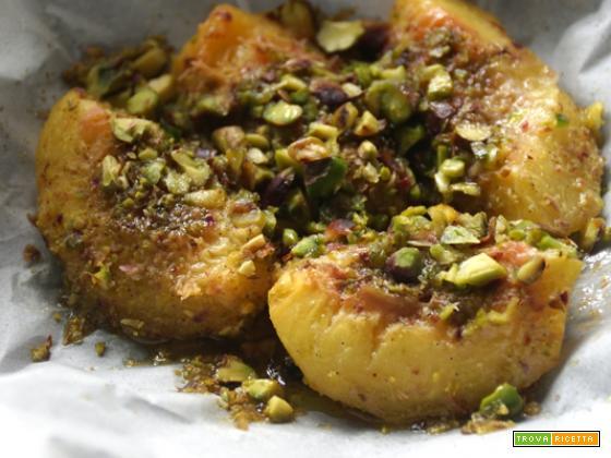 Cartoccio di pesche, alla vaniglia e pistacchio