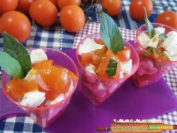 Bicchierini salati con caprese