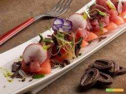 Tartare di anguria con sashimi di tonno e scaglie di cioccolato