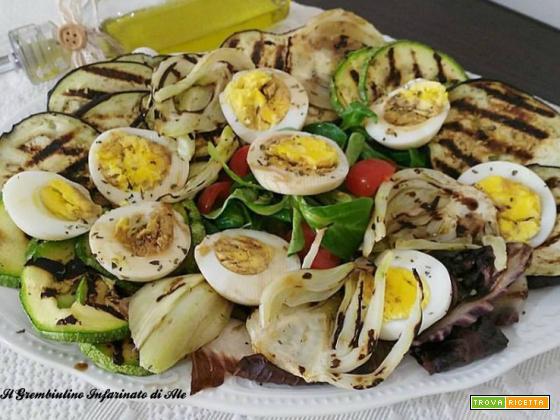 Insalata grigliata con uova sode.