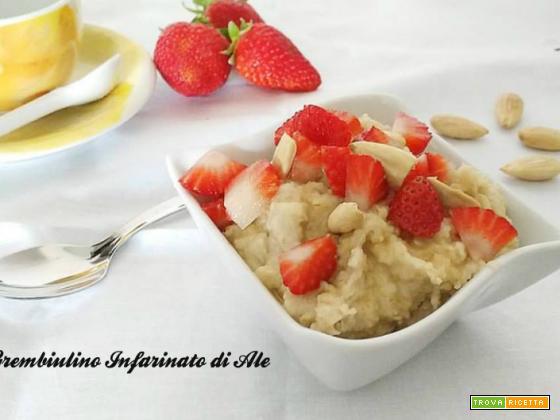 Porridge miele e fragole