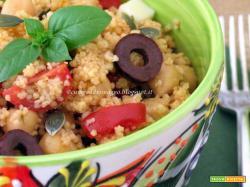 Insalata di couscous con ceci e pomodorini al pesto di basilico