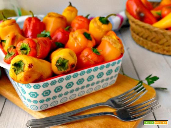 Peperoni snack ripieni con tonno