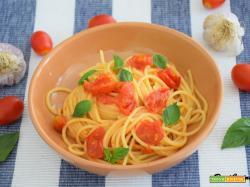 Spaghetti aglio olio e pomodorini