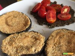 Tagliata di melanzane con pat di olive nere e pomodorini