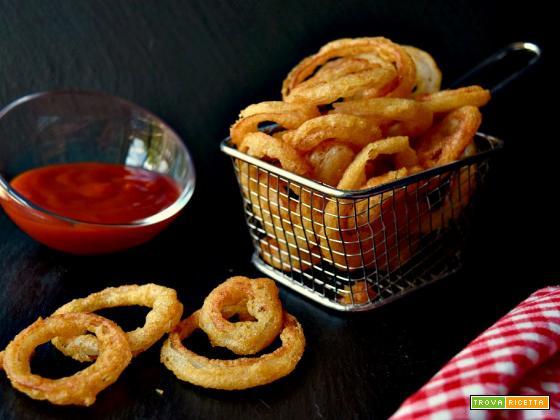Anelli di cipolla fritti oonion rings, croccanti e gustosi