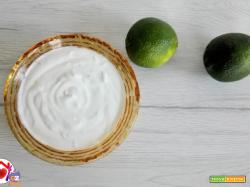 Salsa di yogurt, lime e zenzero