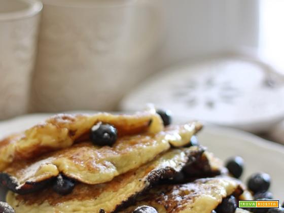 Pancakes ai mirtilli e miele