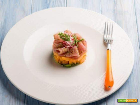 Tartare di melone con tonno e pistacchi