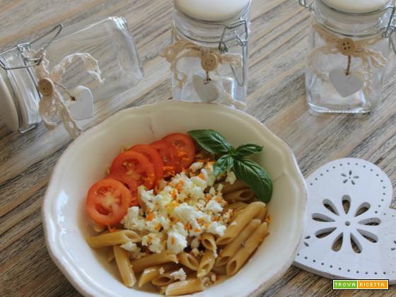 Penne integrali feta, pomodorini, curcuma e zenzero