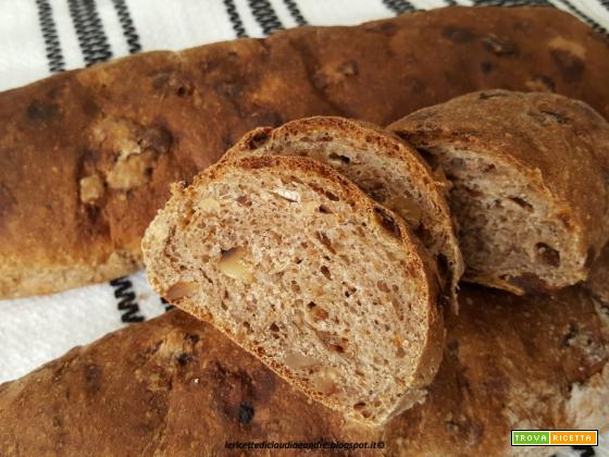 Filoncini di pane semintegrale con fichi, noci e uvetta...