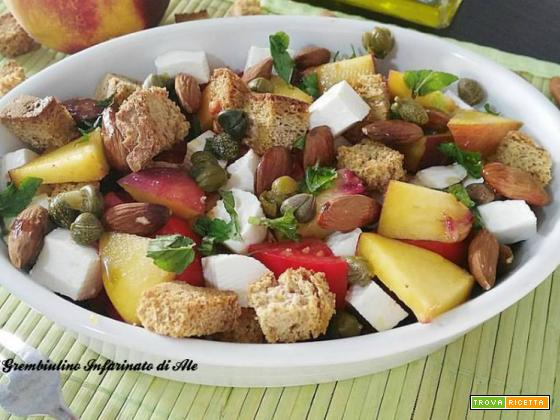 Panzanella fruttata alle mandorle